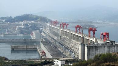 Le barrage des Trois Gorges sur le fleuve Yangzi, au centre et à l'est de la Chine, est la plus grande centrale électrique du monde.